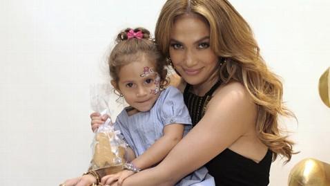gty jennifer lopez emma thg 120507 wblog Jennifer Lopez Says Having More Kids Would Be a Blessing