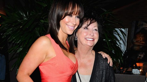 gty jennifer love hewitt patricia dm 120614 wblog Jennifer Love Hewitts Mother Dies
