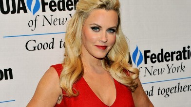 PHOTO: Actress/model Jenny McCarthy attends The UJA-Federation Of New York Entertainment, Media And Communications Leadership Awards Dinner at Pier Sixty at Chelsea Piers on May 28, 2013 in New York City.