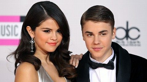 gty justin bieber gomez jp 120420 wblog Is Justin Bieber Shopping for an Engagement Ring?