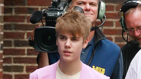 gty justin bieber nt 111108 wblog Justin Bieber Dismisses People Making Up This BS