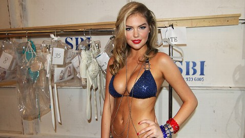 gty kate upton jp 120502 wblog Kate Upton Lights Up Internet with Cat Daddy Video
