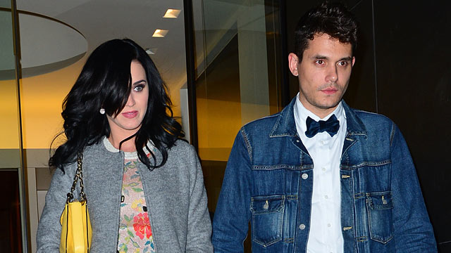 PHOTO: Katy Perry and John Mayer seen on the streets of Manhattan, New York City, Oct. 16, 2012.