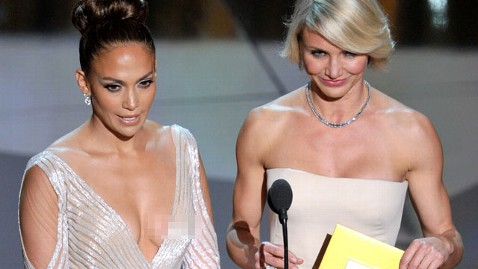 gty lopez malfunction pixelate tk 120226 wblog The Oscars: Did Jennifer Lopez Have a Wardrobe Malfunction?