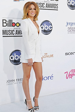 gty miley cyrus billboard awards ll 120521 vblog Miley Cyrus Goes White Hot for Billboard Awards