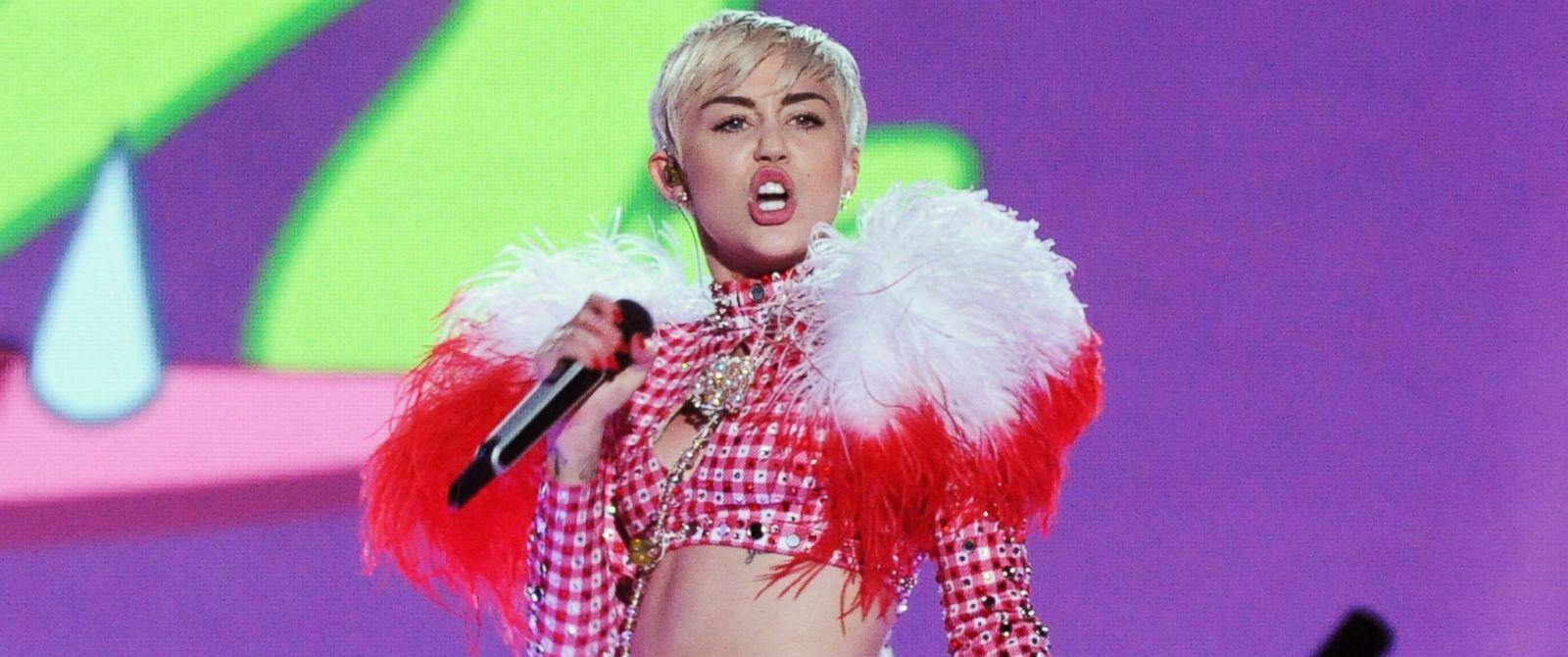 PHOTO: Miley Cyrus performs on March 25, 2014 in Atlanta, Georgia.