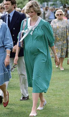 gty princess diana pregnant jp 121203 vblog Imagining the Wardrobe of Pregnant Kate Middleton