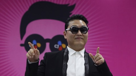 gty psy jt 130413 wblog Psy Debuts New Single Gentleman Before 50,000 Fans