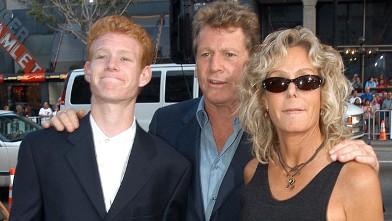 PHOTO: Ryan O'Neal, son Redmond and Farrah Fawcett arrive at <p itemprop=