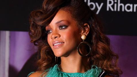 gty rihanna nt 120127 wblog Rihanna Lands UK Fashion Reality Show Deal