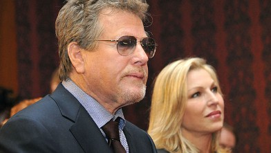 PHOTO: Ryan O'Neal, left, and his daughter Tatum are shown at the Smithsonian Institution's National Museum of American History, Feb. 2, 2011 in Wash., DC.