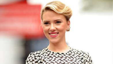 PHOTO: Scarlett Johansson attends Hollywood Walk Of Fame Star Ceremony, May 2, 2012 in Hollywood, California.