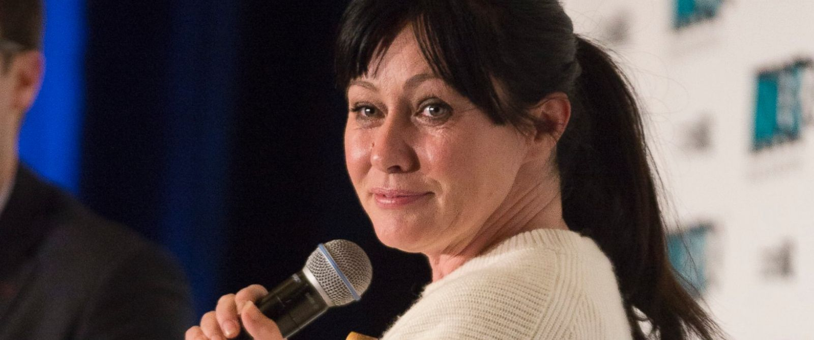 photo actress shannen doherty speaks at the fan expo vancouver 2015