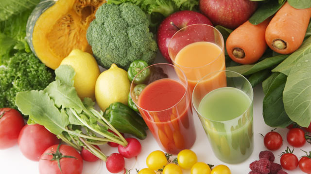 PHOTO: Diane Henderiks and BluePrint cleanse share recipes to make juices at home.