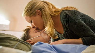 "PHOTO: ""The Christmas Heart"" on Hallmark. Teri Polo stars as Ann Norman, a suburban mom whose life is changed in an instant when her teenage son has a heart attack and is in desperate need of a heart transplant."