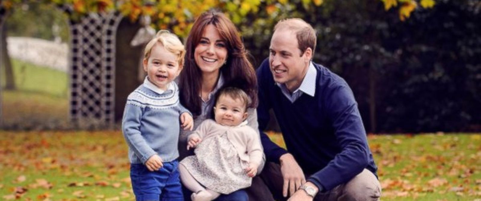 PHOTO: Kate and William pose for a Christmas card with George and Charlotte.
