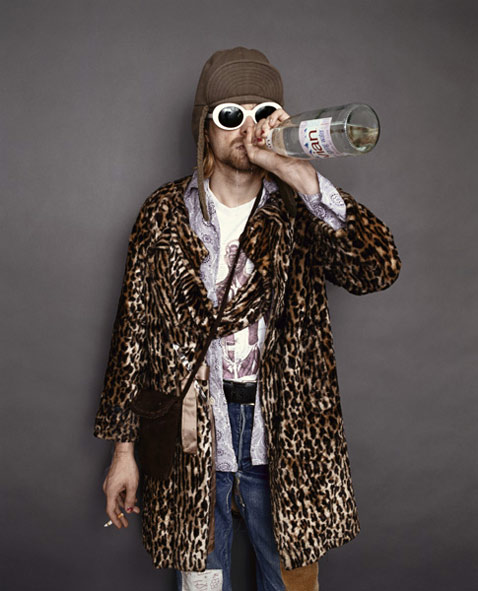 ht Kurt Cobain Drinking Evian Water ll 120323 vblog The End of the Life of a Rock Star: Kurt Cobain