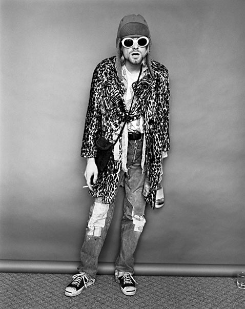 ht Kurt Cobain Standing with Evian Bottle ll 120323 vblog The End of the Life of a Rock Star: Kurt Cobain