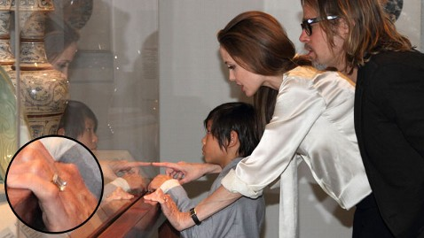 ht angelina jolie ring nt 120413 wblog Angelina Jolie and Brad Pitt Are Engaged