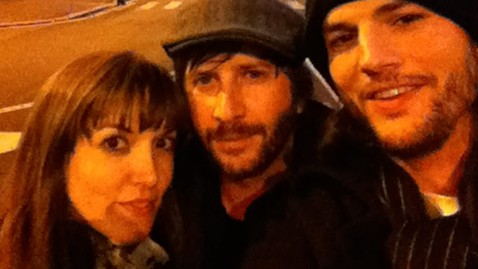 ht ashton kutcher twitter dm 111229 wblog Ashton Kutcher Roams Italy with Lady Friend