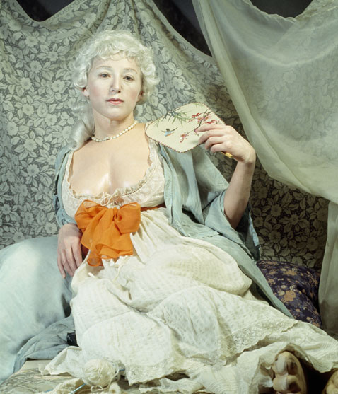 ht cindy sherman untitled193 dm 120307 vblog The Many Faces of Artist Cindy Sherman: Reflecting on Gender Roles