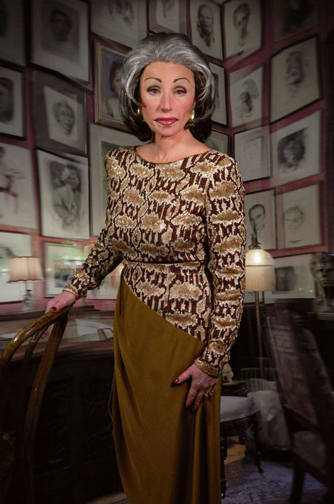 ht cindy sherman untitled474 dm 120307 vblog The Many Faces of Artist Cindy Sherman: Reflecting on Gender Roles