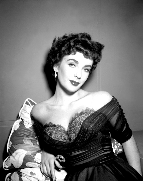 ht elizabeth taylor glamour photo 130405 blog Rare Hollywood & Pin Up Photos on Auction