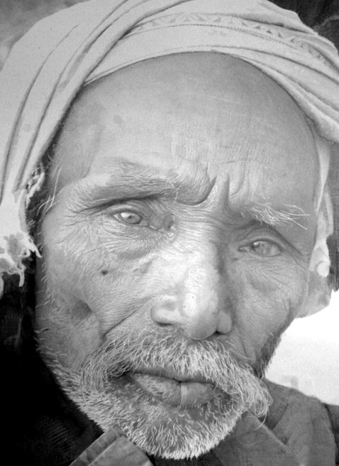 ht four days dm 120316 vblog Hyperrealist Artist Paul Cadden Creates Photo Realistic Drawings