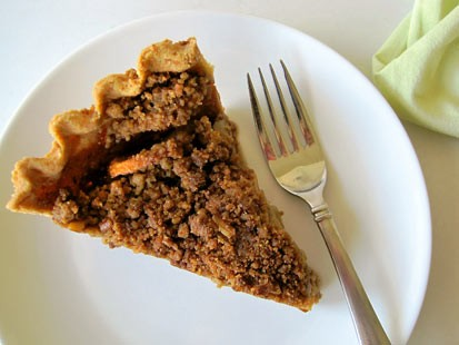 PHOTO:??Amy Greens gluten-free apple pie with pecan crumb topping.