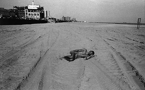 ht harvey stein alone 2 nt 120118 Coney Island 40 Years