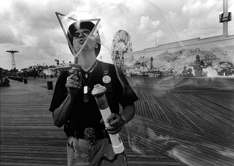ht harvey stein bubble blow 2 nt 120118 Coney Island 40 Years