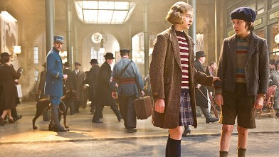 "PHOTO: Chloe Grace Moretz plays Isabelle and Asa Butterfield plays Hugo Cabret in ""Hugo,"" from Paramount Pictures and GK Films."