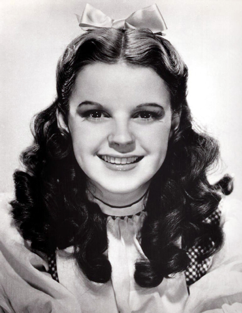 ht judy garland in costume as dorothy in the wizard of oz 130405 blog Rare Hollywood & Pin Up Photos on Auction