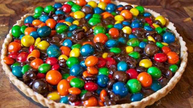 PHOTO: M&M's trail mix tartlet