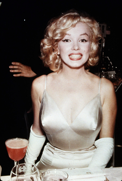 ht marilyn monroe out on the town 130405 blog Rare Hollywood & Pin Up Photos on Auction