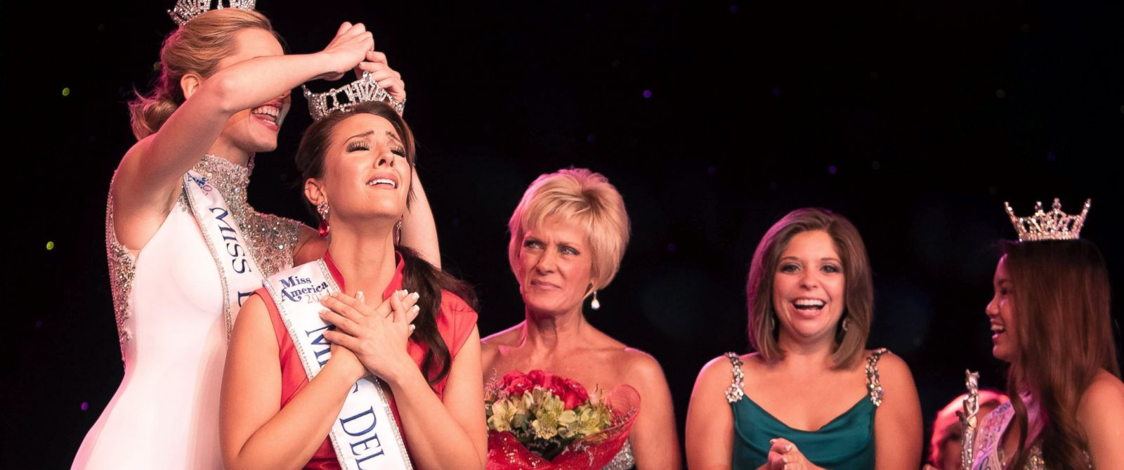 PHOTO: Amanda Longacre is crowned Miss Delaware 2014 in the Rollins Center of Dover Downs Hotel & Casino in Dover, Delaware on June 14, 2014.