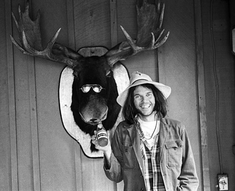 ht neil young moose ll 111227 wblog Unpainted Faces