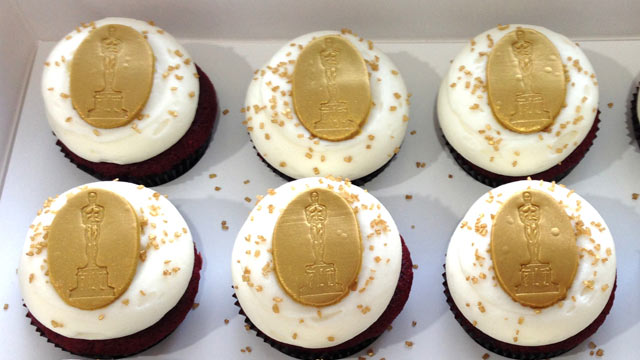 PHOTO: Georgetown Cupcake's red velvet Oscar cupcake is shown here.