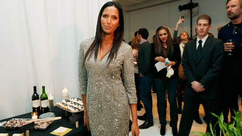 ht padma lakshmi dm 121207 wblog Padma Lakshmi on Horrible Paparazzi During Her Pregnancy