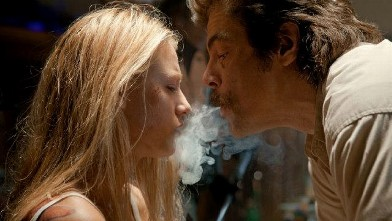 PHOTO: Benicio Del Toro, left, and Blake Lively in Savages.