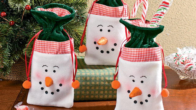 PHOTO: Oriental Trading's drawstring snowman gift bag is shown here.