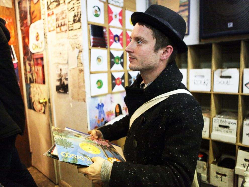 PHOTO: Elijah Wood is pictured waiting to check out at A1 Records in New York City on Jan. 19, 2015.