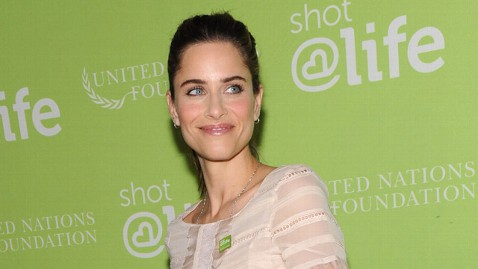 ii amanda peet ll 120516 wblog Amanda Peet on Being a Mom, Vaccinations