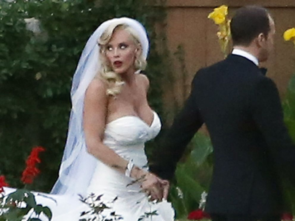 See Jenny Mccarthy And Donnie Wahlberg Kiss At Their
