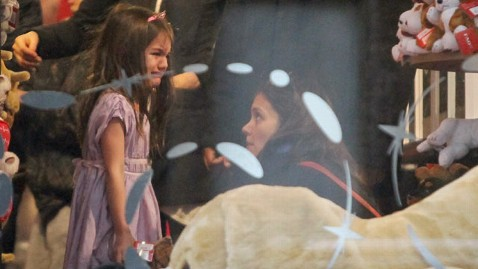 inf suri cruise temper tantrum thg 111216 wblog Suri Cruise Throws Toy Store Temper Tantrum
