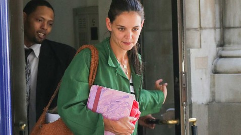 spl katie holmes sad kb 120703 wblog Katie Holmes Distances Herself From Tom Cruise