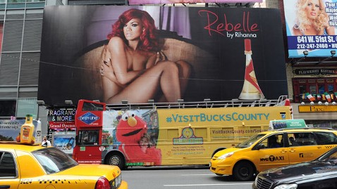 spl rihann billboard thg 120612 wblog Rihanna Poses Nude in Times Square 