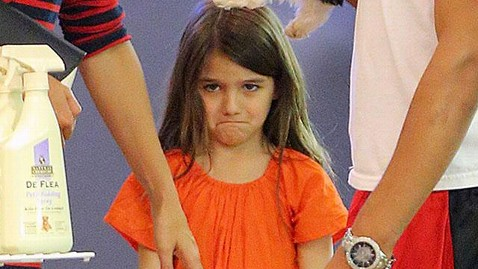 spl suri cruise puppy cry mn thg 120716 wblog Suri Cruise Throws Tantrum Over Puppy