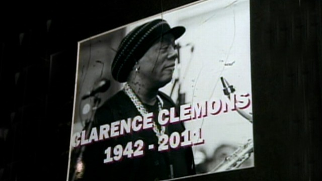 VIDEO: Fans of the E Street Band saxophonist Clarence Clemons gather at New Jerseys Stone Pony.