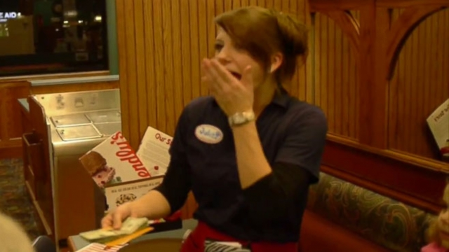 VIDEO: Friendlys waitress Julie Bombria said she thought she was going to faint.